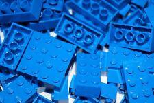 LEGO BLUE BRICKS 2 x 4 No 3001 pak of 70 ( CITY, STAR WARS, FRIENDS, MOVIE)