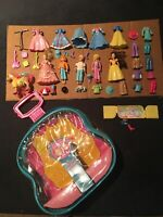 Polly Pocket Rockin Fold-Out Stage with Dolls and Accessories