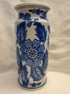 "Seymore Mann China Blue Fine Porcelain Vase 1997 Blue and White 11"""