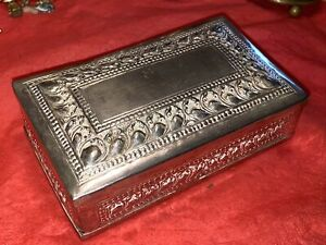 ANTIQUE ANGLO INDIAN CEYLON SILVER CIGARETTE BOX. 1900.