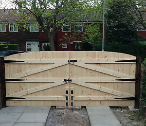 WOODEN DRIVEWAY GATES! HEAVY DUTY SOLID GATES & FREE T HINGES & TOP BOLT