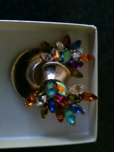 2 VINTAGE COSTUME JEWELRY BROOCHES