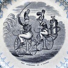 Pompiers du Futur sur Vélo Michaux / Assiette en Sarreguemines / Cycles 1860