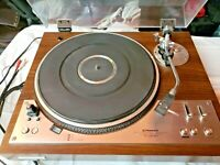 Vintage turntable Pioneer PL-530 DD Full Auto record player. With Accessories