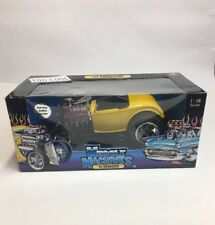 MUSCLE MACHINES 1932 Ford Roadster 1:18 SCALE Yellow