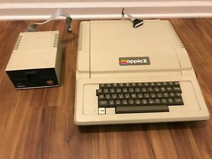 Only owner great condition. Vintage Apple II+ Computer A2S1016 w/ Disk Drive