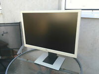 Fujitsu B24w-5 ECO 55,8 cm (24 Zoll) Widescreen TFT Monitor VGA DVI Bildschirm