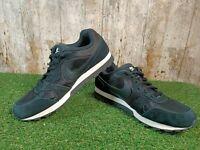 Nike MD Runner 2 Black/Whit Trainers Size 6 UK 40 EUR