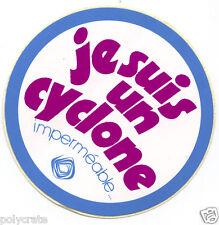 Autocollant Sticker Pub - Je suis un cyclone imperméable vêtements an. 1970