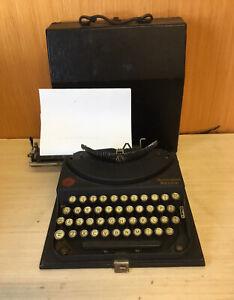 VINTAGE REMINGTON PORTABLE TYPEWRITER WITH ORIGINAL CARRY CASE WORKING