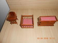 Pour maison de poupée: Table à langer parc et chaise haute en bois