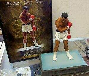Muhammad Ali & Tiger Woods Ultimate Pro Shot 15-Inch Statue #/2000 UPPER DECK
