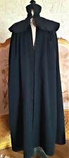 Vêtement ancien : Cape ancienne/Houppelande en drap noire -broderies-agrafe