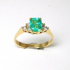 Ladies 14k yellow gold Colombian emerald and round diamond ring
