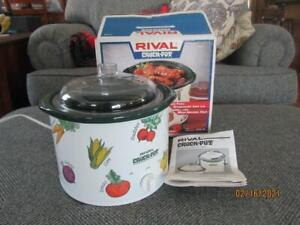 New In Opened Box~Vintage~RIVAL~CROCK-POT~2 1/2 Quart~#3120~Vegetable Design
