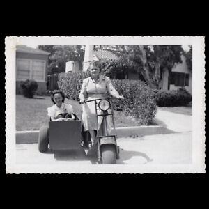 DANGEROUS BIKER WOMEN SCOWL on SCOOTER & SIDECAR 1950s VINTAGE MOTORCYCLE PHOTO
