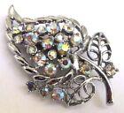 Belle broche bijou vintage feuille couleur argent tout de cristaux diamant 10