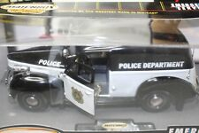 Matchbox 1:18 Scale 1940 FORD SEDAN DELIVERY METRO POLICE DEPARTMENT