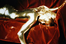 Shirley Eaton naked painted gold lying on sofa Goldfinger 11x17 Mini Poster