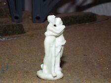 White Plastic Lovers Statue Model  1/76-1/72-20mm Scale. WPLS1