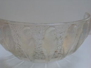 Original R. Lalique 'PERRUCHES' opalescent bowl broken, see images