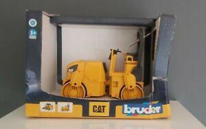 CAT Asphalt Drum Compactor Roller - Bruder 02433 Scale 1:16 NEW Damaged Box