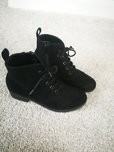 Girls ankle boots Size 3.5 with chunky heel