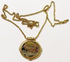 pendentif+chaine année de 1982 métal gravé scène chariot neige couleur * 3504