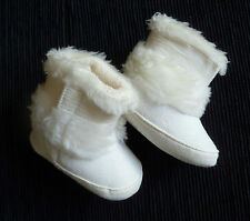 Baby clothes GIRL 0-3m TU faux suede white fleece-trimmed boots velcro side fix