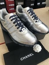 CHANEL – RUNNER CRACKED SILVER BNIB size EU 44 UK 10 (RARE)
