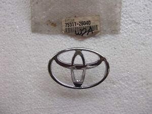 TOYOTA HIACE KLH, LXH, RCH, SXM EMBLEM RADIATOR GRILLE FRONT (GENUINE)(NOS)a