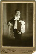 Otto MERTENS Paris un communiant prend la pose noeud mode fashion 1900