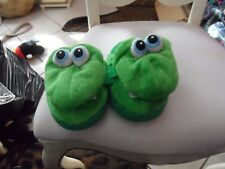 child's size small  green frog slippers  idea village Stompeez