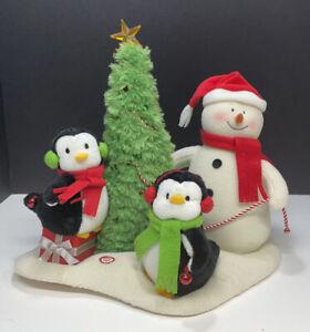 2006 Hallmark Jingle Pals Plush Musical Snowman & Penguins Trimming the Tree