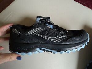 Saucony  Run Anywhere Black Athletic Shoe ~ Blue trim ~ Size 9M   NEW