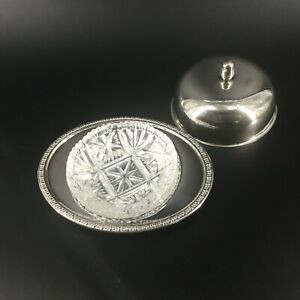 Élégant beurrier en métal argenté et coupelle en cristal