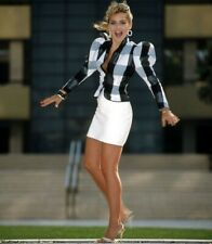 SHARON STONE - IN A FORM FITTING SKIRT AND HEELS - LOOKING GREAT !