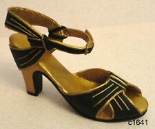 Just the Right Shoe by Raine - Rising Star 25043 - New In Box Coa