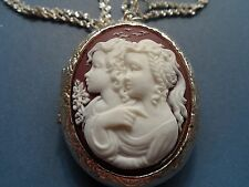 CAMEO LOCKET SISTERS/FRIENDS/MOTHER DAUGHTER BROWN-WHITE