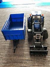 Bruder New Holland Traktor blau T8040 Spielzeug mit Frontlader mit Anhänger 81cm