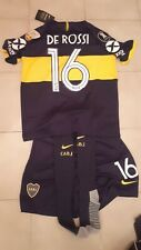 Maglia + pantaloncino + calzettoni Boca Juniors home De Rossi #16