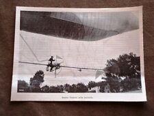 Santos Dumont nella navicella del pallone dirigibile nel 1900 Volo Saint Cloud