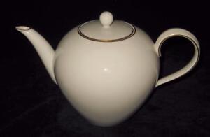KPM Porcelain Berlin URBINO Decor 05 Gold Rim Trude Petri Tea Pot & Lid Teapot