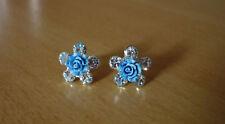 Zilverkleurige bloem oorbellen met strass-steentjes en blauwe roos NIEUW