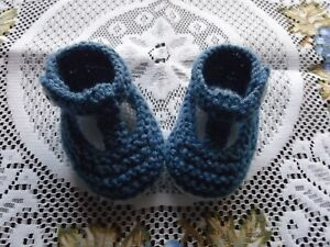 HAND KNITTED  BABY SHOES / BOOTIES 0-3 MONTHS