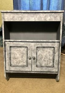 hanging wall cabinet with towel rack