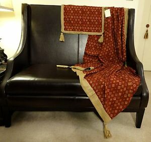 Beautiful Luxury Woven Jacquard throw and Pillow set.