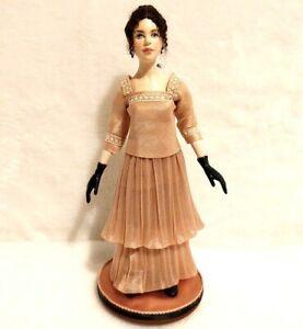 Miniature Doll Lady Woman Dollhouse 1:12 Wooden Artist Hanna Kahl Hyland