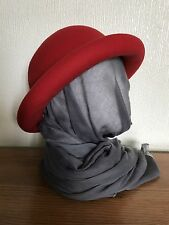 VINTAGE Red lana laminati Orlo Bowler/Derby Cappello CYNDI LAUPER 80s by salisburys