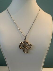 Vintage Avon Signed Flower Necklace Jewelry LL57